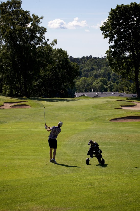 Boka tid för spel på Stockholms Golfklubb.
